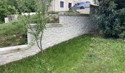 Réalisation d'un mur en pierre de moellon et pose de couvertine  en pierre de taille à Auxerre